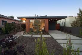 mid century modern residential landscape house design ideas with