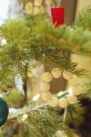 simple and modern diys scandinavian tree ornaments
