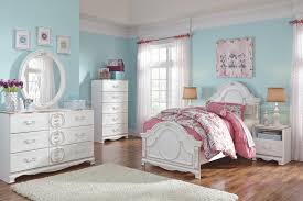 Recamaras Ashley Furniture by Traditional Dresser With Ornate Appliques And Faux Crystal U0026 Oval