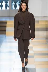 ensemble pantalon femme pour mariage les 25 meilleures idées de la catégorie tailleur femme sur