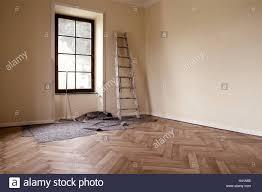 Immobilien Wohnung Haus Renovierung Umbau Wohnfläche Leer Fenster Holz Führer