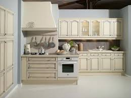 cuisine blanc cérusé modele citeaux cuisines couloir