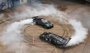 Lamborghini Gallardo Drift - lamborghini vs nissan gt r drift battle will leave you breathless