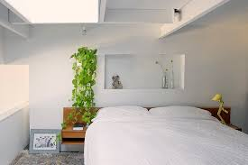 Pictures To Hang In Bedroom by 23 Stylish Bedrooms That Bring Home The Beauty Of Skylights
