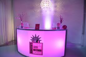 New York Themed Centerpieces by Pink Nyc Bat Mitzvah Party New Year U0027s Eve Mazelmoments Com