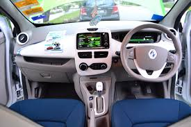 renault zoe interior electric vehicle face off nissan leaf vs renault zoe comos
