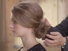 comment cuisiner les chignons tuto coiffure un chignon bouclé romantique biba