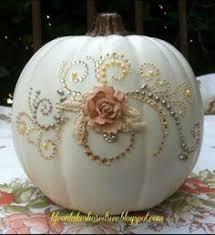 20 Elegant Halloween Decorating Ideas 20 Elegant Halloween Decorating Ideas Glass Pumpkins Pottery