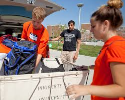 i guides make their mark on campus with move in the daily illini