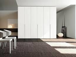 armoire moderne chambre l armoire dressing dans la chambre à coucher moderne