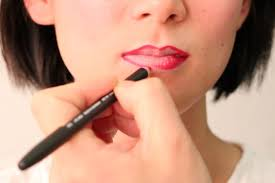 Lip Liner a step by step tutorial on lip liner using gifs