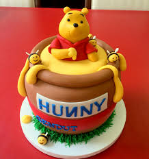 winnie the pooh cakes winnie the pooh honey pot cake by cake couture cake couture