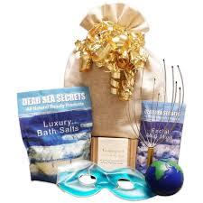 beauty gift baskets top 10 best spa gift baskets for women men 2017