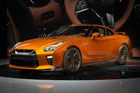 nissan gtr year to year changes 2017 nissan gt r debuts at new york carnewscafe com