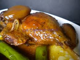 cuisiner des cuisses de canard confites cuisses de canard confites au miel et aux échalotes caramélisées