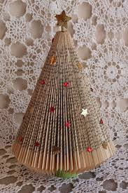 Christmas Tree Books by How To Recycle Recycled Tabletop Christmas Trees Ideas