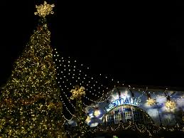 file 50 foot tall christmas tree with das festhaus in the