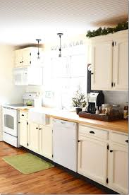 Cottage Kitchen Lighting by Best 25 White Cottage Kitchens Ideas Only On Pinterest Cottage