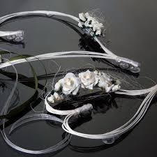 deco mariage voiture coeur en rotin avec fleur ecru pour décoration de voiture de