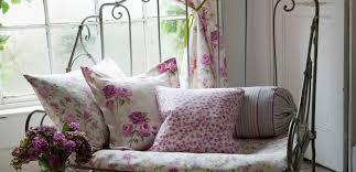 trasformare un letto in un divano come trasformare un letto in ferro battuto in due divani leitv