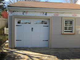 Visalia Overhead Door Chiohd Model 5216 Steel Carriage House Style Garage Door In White