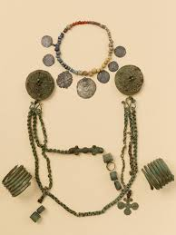 burial assemblage with a pair of brooches chain