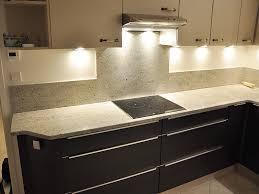 cuisine plan travail granit granits déco plan de travail en granit kashmir white finition polie