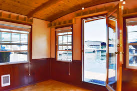 Airbnb Seattle Houseboat Seattle Houseboat Swan Song On Lake Union Affordable Waterfront