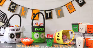 creative and simple halloween treat bags and party favors