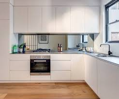 mirror backsplash in kitchen mirrored backsplash in the kitchen viskas apie interjerą