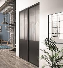 porte placard chambre portes coulissantes de placard effet atelier en verre dépoli