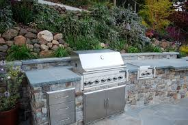 outdoor kitchen designs that bring indoor comforts out