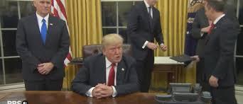 bureau president americain incroyable le président américain donald a installé un bouton