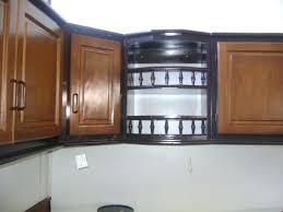 la cuisine du placard placard pour cuisine placard suspendu avec balustre en pin teintac