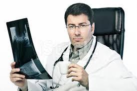 sexe au bureau portrait du médecin de sexe masculin dans bureau photos