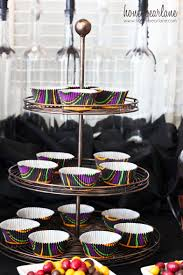 halloween cake plate spooky halloween party set up