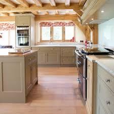 repeindre meuble cuisine rustique repeindre meuble cuisine en bois idées décoration intérieure