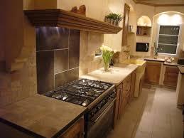 cuisine avec piano central cuisiniste pont de crau cuisine cagnarde chêne massif ilot