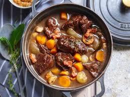 cuisiner le boeuf bourguignon boeuf bourguignon sans vin facile et pas cher recette sur
