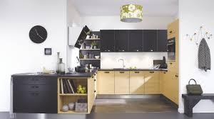 plan de travail cuisine cuisinella cuisine équipée industrielle en u velvet bois bège