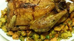 cuisine chapon roti chapon rôti et sa poêlée de légumes d automne recette par