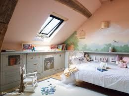 chambre enfant comble déco chambre garcon combles exemples d aménagements