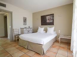 chambre 2 personnes hotel provence piscine à rémy de provence chambre avec terrasse