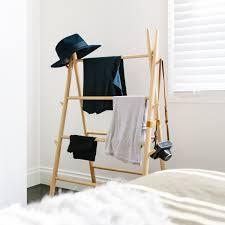 schlafzimmer stuhl kleiderständer im schlafzimmer 18 alternativen für kleidung stuhl