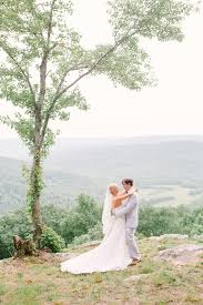 Barn Wedding Tennessee Rustic Preppy Barn Wedding In The Mountains Of Tennessee