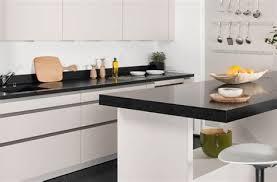 cuisine blanche plan de travail noir cuisine blanche avec plan de travail noir rutistica home solutions