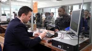 permesso di soggiorno stranieri la supertassa sui permessi di soggiorno discrimina gli stranieri