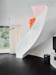 weiãÿe treppe weisse treppe mit klaren formen 3 daniel beutler treppenbau