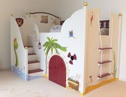 kinderzimmer pirat wahnsinnig schönes piraten hochbett für kinder hochbett