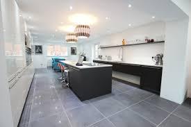 carrelage cuisine blanc cuisine facade cuisine et ilot cuisine gris anthracite couleur